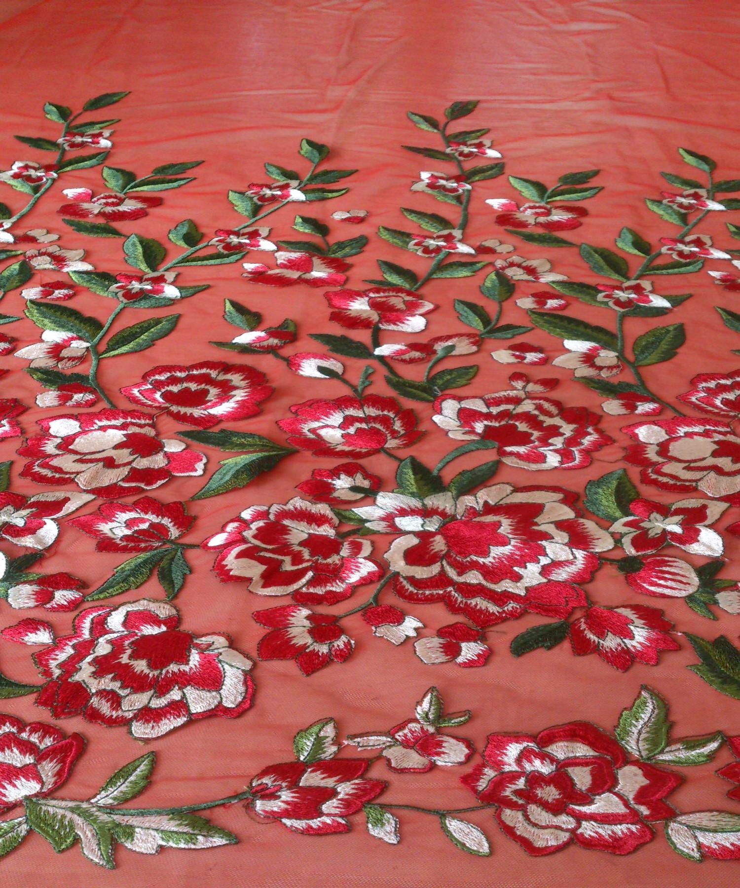 Вышивка розы на сетке 96
